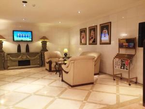 Uma área de estar em Boudl City Center Hotel
