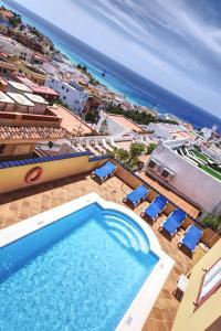 Ein Blick auf den Pool von der Unterkunft Hotel La Colina oder aus der Nähe