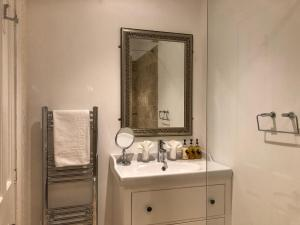 A bathroom at Cranleigh