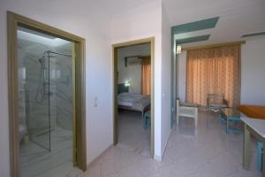 Salle de bains dans l'établissement Trianta Hotel Apartments