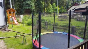 Ein Kinderspielbereich in der Unterkunft Pension Pod Kaštany Srbská Kamenice