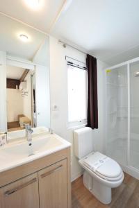 A bathroom at Camping Bella Italia
