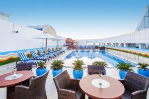Бассейн в Grand Excelsior Hotel - Bur Dubai или поблизости