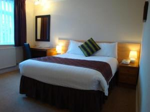 A bed or beds in a room at Travelrest Fareham Solent Gateway