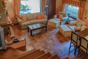 A seating area at Villa Umami