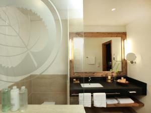 A bathroom at Spa & Golf Hotel Weimarer Land
