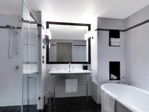 A bathroom at Amora Hotel Jamison Sydney