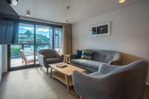 A seating area at Kaiteriteri Reserve Apartments