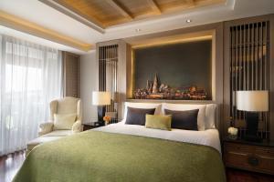 A bed or beds in a room at Anantara Riverside Bangkok Resort - SHA Certified