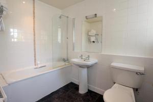 A bathroom at Bear Inn, Somerset by Marston's Inns
