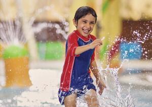 الأطفال المقيمون في فندق ومنتجع جميرا شاطئ المسيلة - الكويت