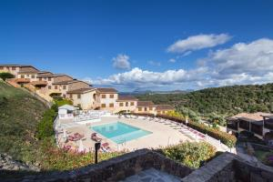 A view of the pool at Residence Costa Ruja or nearby