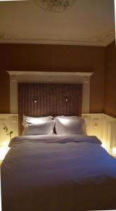 A bed or beds in a room at Garden Suite Centre