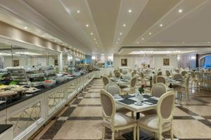 A restaurant or other place to eat at Elite World Istanbul Hotel