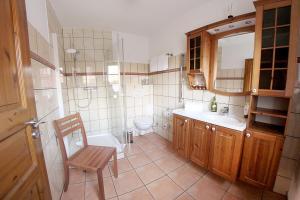 A bathroom at Appartementhaus Sonnengarten