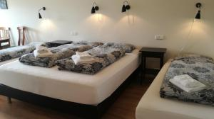 A bed or beds in a room at Guesthouse Storu-Laugar
