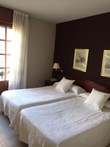 A bed or beds in a room at Hostal Santa Maria