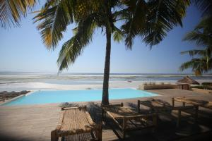 The swimming pool at or near Kirimizi Hotel & Restaurante