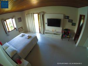 A television and/or entertainment center at Residência Angra Deep Blue