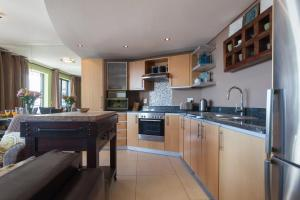 A kitchen or kitchenette at Rockwell 502 by CTHA