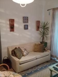 A seating area at Casa das Andorinhas