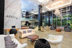 The lobby or reception area at Aston Inn Batu