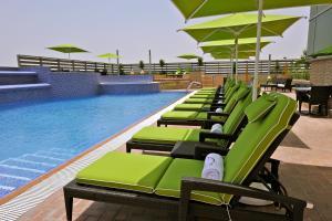 المسبح في فندق فريزر سويتس سيف البحرين أو بالجوار