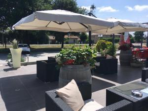 A restaurant or other place to eat at Au P'tit Creux des Landes