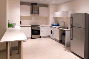 مطبخ أو مطبخ صغير في روز بيتش تاور
