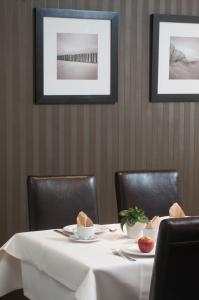 Een restaurant of ander eetgelegenheid bij Hotel Ter Streep