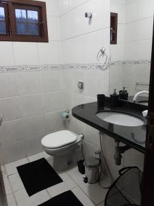 A bathroom at Casa em Ponta Negra