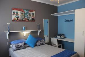 A bed or beds in a room at PhysEQFiT Guesthouse & Spa