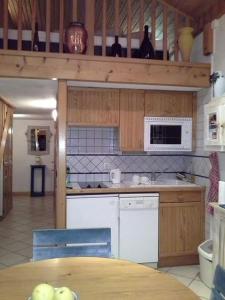 A kitchen or kitchenette at Cordon Balcon Du Mont Blanc