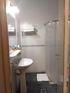 A bathroom at Hotel Suma Huasi