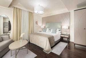 A bed or beds in a room at Bastion Heritage Hotel - Relais & Châteaux