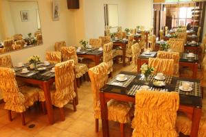 A restaurant or other place to eat at Hotel Independencia