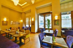 A restaurant or other place to eat at Hotel Momento Golden Horn