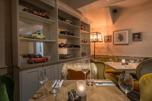 A restaurant or other place to eat at The Three Swans Hotel, Hungerford, Berkshire