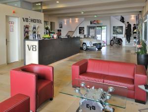 De lobby of receptie bij V8 HOTEL Classic Motorworld Region Stuttgart