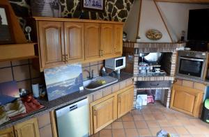 Una cocina o zona de cocina en Apartamentos Los Delfines