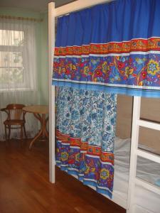 Двухъярусная кровать или двухъярусные кровати в номере Hostel Do Re Mi