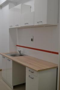 A kitchen or kitchenette at Hostel P&K Wolka Kosowska
