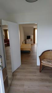 A bed or beds in a room at Gasthaus Zur Hecke