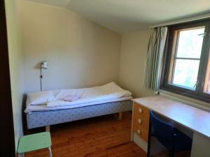 A bed or beds in a room at Skärgårdsskolan Saaristokoulu