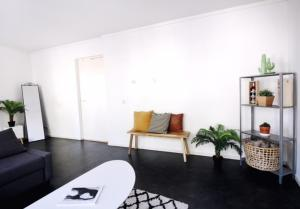 A seating area at Aparthotel Le Provence
