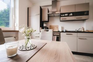 Een keuken of kitchenette bij Haus Moselwiese
