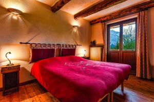 A bed or beds in a room at Agriturismo il Fiocco