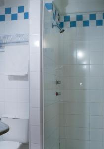 A bathroom at Brivali Hotel Centro