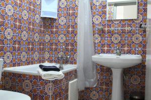 A bathroom at El Hamra Hotel