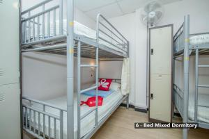 A bunk bed or bunk beds in a room at ZEN Hostel Clarke Quay